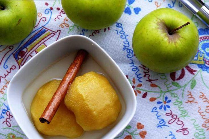 cocina facil con thermomix, con manzanas y cinco ingredientes habituales preparamos unas ricas manzanas en almíbar de moscatel. Receta rica sana y barata