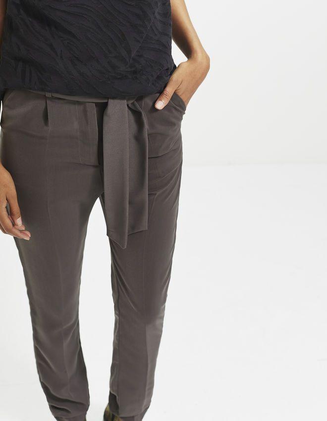 best 25 pantalon fluide femme ideas on pinterest pantalon fluide femme t pantalon fluide. Black Bedroom Furniture Sets. Home Design Ideas
