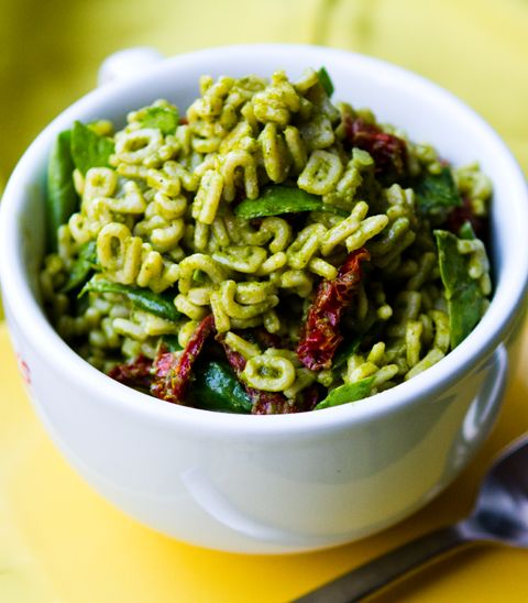 healthy pesto pasta with wilted spinach and sun dried tomatoes