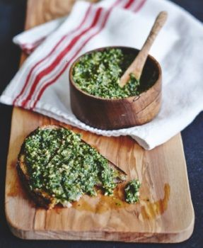 Kale pesto, du nouveau livre Choux de Catherine Lefebvre. Belle photo d'Albert Elbilia !