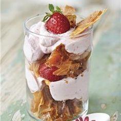 Τραγανό τράιφλ με κρέμα φράουλας - Imommy
