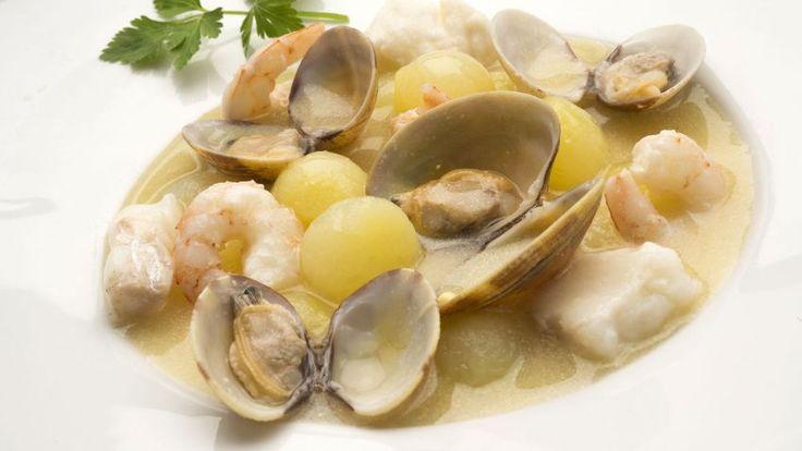Receta de Sopa de pescado con pescadilla, gambas y almejas.