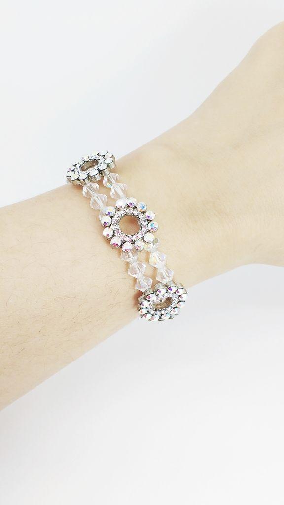 Veja nosso novo produto Bijoux Bracelete / Pulseira Swarovski Raquel - Cód. A1062! Se gostar, pode nos ajudar pinando-o em algum de seus painéis :)