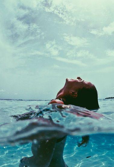 Sommerzeit Traurigkeit verschieben. Sommerzeit Wellness ist der neue Trend.