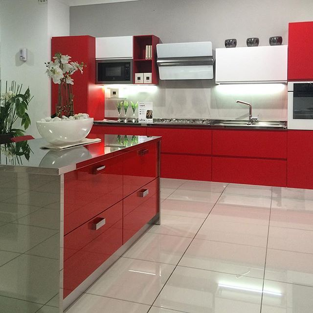 Ti piacciono molto colorate? Ecco una soluzione che fa per te. Siamo il più grande centro cucine del sud Italia. Vieni a trovarci all'ingresso di Modugno (Bari) in via Roma 120.