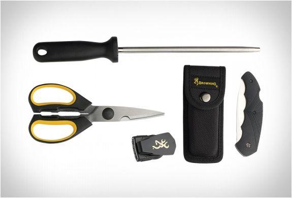 Browning é uma marca de renome quanto a fuzilaria e caça esportiva, eles se especializaram em cutelaria e equipamentos de sobrevivência para os ambientes mais difíceis e exigentes. O Kit Seja Você Mesmo o Açougueiro inclui tudo para