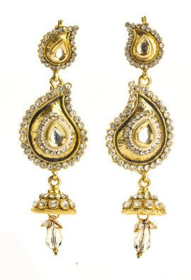 The ultimate #paisley kundan earrings for a dash of #traditional. Pair with your #Chanderi saree or your silk #anarkali! You will steal hearts! Shop at buybejeweled.in only for INR600.