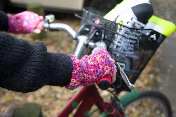 Behalten oder verschenken? Kostenlose Anleitung für gehäkelte Stulpen zum Fahrradfahren - kinitti.de