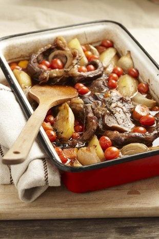 Beesvleis-skenkels met tamaties   Beef shanks with tomatoes
