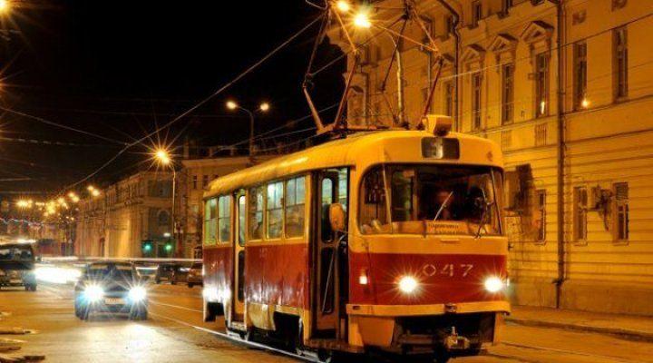 Картинки по запросу барнаульский трамвай ночью