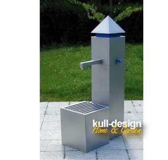 Gartenbrunnen Mit Edelstahl Wasserhahn. Modern Und Gralinig