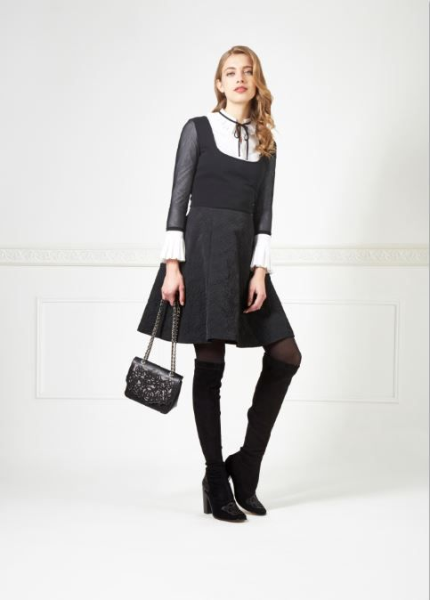The best dress for work in white and black combination : ALORA / Anne Fontaine  #dresses #workdress #blackandwhite