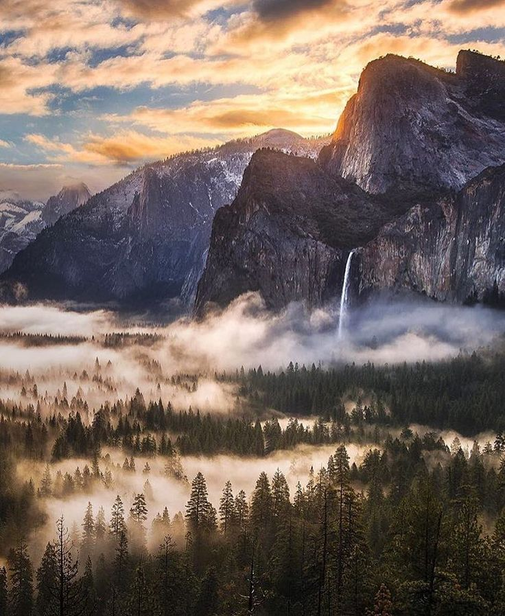 Yosemite National Park California  from Tunnel View  Photo: @jaredwarrenphotography #wildernessculture by wilderness_culture