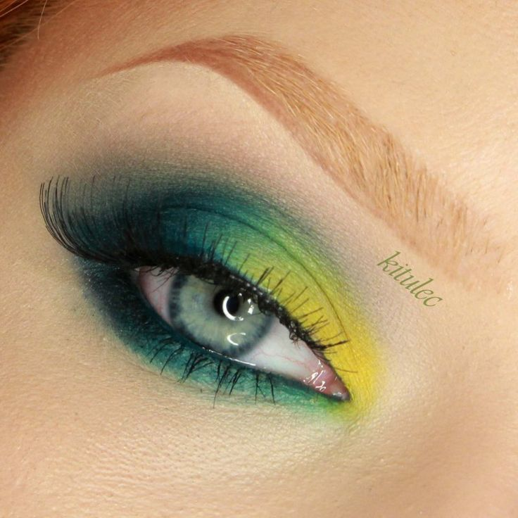 Bold and Bright! Green eye look by Kitulec using Makeup Geek's Envy eyeshadow.