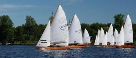 Huur op een zonnige dag een zeilboot, motorboot, sloep of kano om het #Paterswoldsemeer  over te varen. Volg een #fietsroute #wandelroute. Of maak gebruik van #recreatieve voorzieningen en gezellige restaurants. 3,5 km vanaf #Oosterweg #Haren Gn