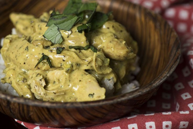 Slow cooker basil chicken curry