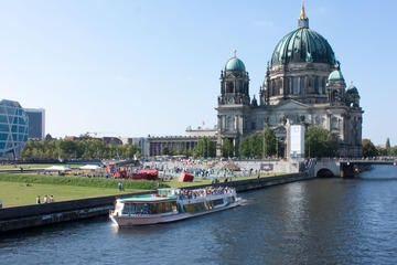 1-hour-berlin-sightseeing-cruise-including-pizza-and-drink-in-berlin-282846.jpg (360×240)