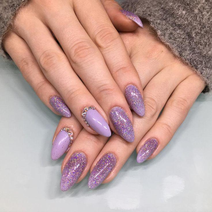 """"""" av, @pernilleandersen demoer havde jeg slet ikke postet!! Smukke, smukke negle  #nailswag #nail #negle #cnd #olie #nails2inspire #glitter #job #århus"""""""