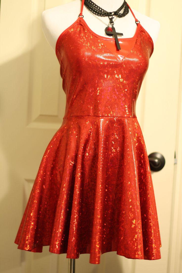 VENTA DE MUESTRA (LISTO PARA ENVIAR)  Este mini vestido es hecho a mano desde cero de spandex rojo holograma, spandex rojo charol rojo y spandex. Halter, lazos detrás del cuello. Medidas 24-26 de axila para dobladillo. Disponible en tamaño pequeño solamente (gráfico de tallas en la última foto). Si tienes alguna pregunta no dude en preguntar o consultar que mi tienda directivas de página.  Para obtener más información como me Facebook o Sígueme en Instagram! http://Facebook.com&#x2F...