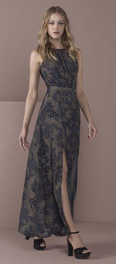 O vestido longo continua como forte tendência para a temporada de inverno!