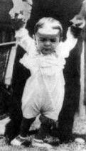 Ο Ερνεστίτο σε παιδική ηλικία.