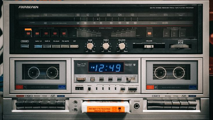 Check out this helpful article on how to improve your indie film audio with five professional tips from sound designer Dallas Taylor.