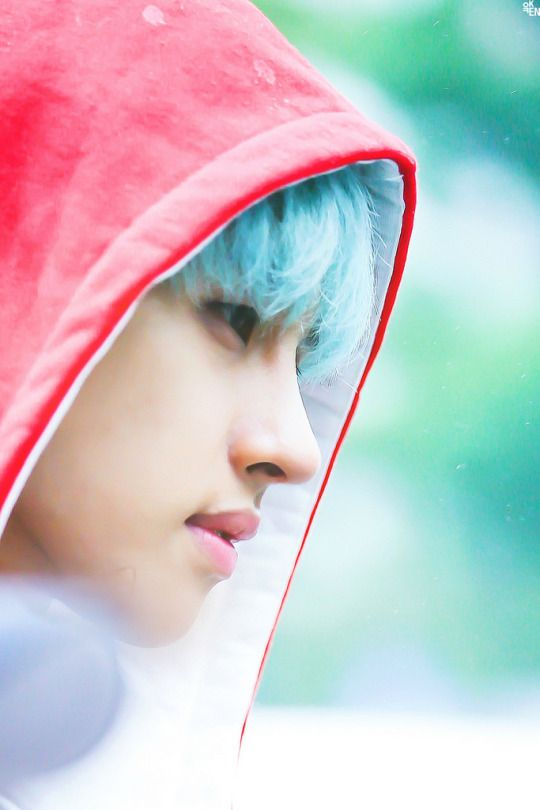 okay this is such a nice pic of Ken. Also, hair+hoodie. [Ken, Vixx,]
