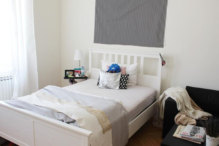 Bett mit Kissen - WG-Zimmer in Wien Alsengrund