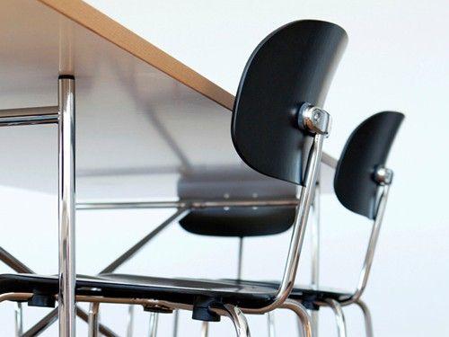 Stuhl S 118 Designklassiker für Office- Wohn- & Objektbereich Stahlrohrstuhl mit Kreuzfußgestell, chrom, stapelbar Buche, schwarz gebeizt, Klarlack oder Buche, natur, Klarlack Formholzsitz mit dreidimensionaler Verformung, Sitz- und Beinmulden ergonomisch geformt. https://www.gebrauchsgut.com/Ambiente/Stuhl-S-118?pk_campaign=tomNov2015&pk_kwd=socialmedia