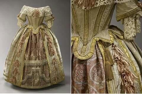 Traje original que pertenceu a Rainha Vitória, utilizado em 1851.
