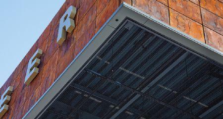 Brandveilig strekmetaal maakt plafonds met visuele effecten mogelijk / HUNTER DOUGLAS BELGIUM NV/SA