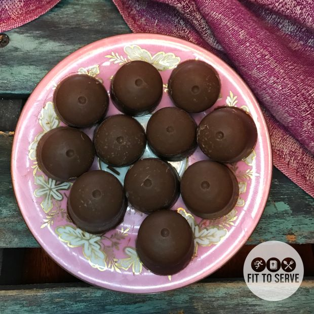 Low carb chocolate peanut butter fat bombs! Who doesn't need a little treat packed with healthy fats? A quick and easy recipe that makes a low carb keto #ketofatbombs #fatbombs #lowcarbfatbombs #peanutbutterchocolatefatbombs lifestyle doable. Www.fittoservegroup.com