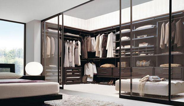 Luxury Custom dressing room | 10. Ce dressing forme comme un couloir qui donne sur une grande baie ...