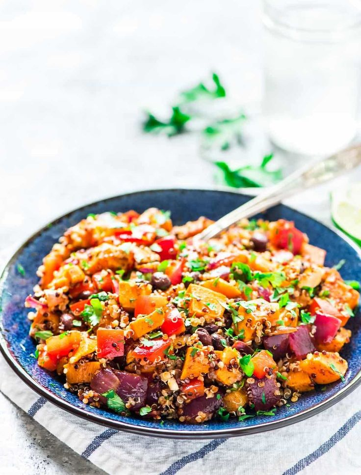 Sweet Potato Quinoa Black Bean Salad with cilantro and lime dressing. Easy and DELICIOUS! Perfect make-ahead recipe for lunches during the week or as a crowd-pleasing side dish at any party or potluck. @wellplated