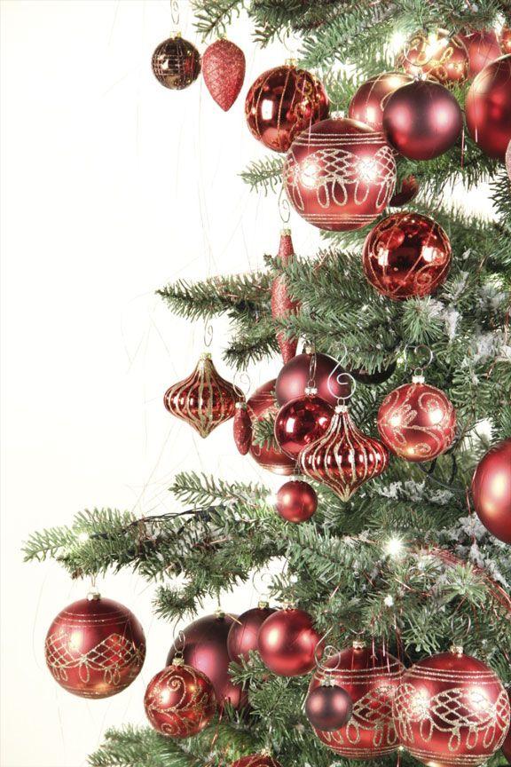 """Erstellen Sie ein herzliches Willkommen für alle!   @Xmasdeco_de  +xmasdeco Deutschland  www.xmasdeco.de   Mit den all in one-Paketen von Xmasdeco schaffen Sie ein garantiertes herzliches Willkommen für Ihre Gäste. Die Pakete werden mit einer breiten Palette von Ornamenten, meist verziert und mit unserem exklusiven Luxus Haken geliefert. Das Glitter, der Kunstschnee und die Weihnachtsbäume sehen """"echt"""" aus und schaffen die perfekte Atmosphäre in Ihrem Zuhause."""