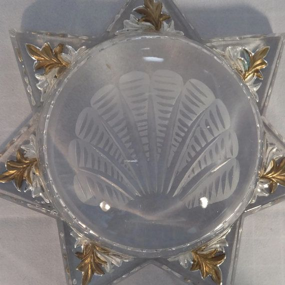 This is a beautiful antique victorian magnifying paperweight. Made of goofus glass, this 7 pointed star is gold leafed on reverse with a lovely pressed glass design in the center. The paperweight measures 6 across and is in excellent vintage condition with no chips or cracks. I cant believe it survived this long in this condition!  A beautiful addition to the victorian decor or for the paperweight collector.    To see more vintage and handmade treasures, please visit my shop…