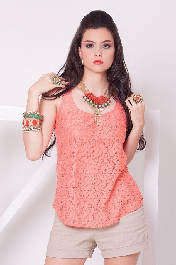 Blusa esqueleto con encaje coral y short de lino beige.  ZOCCA'S NEW COLLECTION !!! Encuentranos en nuestra tienda en linea . Ingresa a www.zocca.com.co . #clothing #fashion #eshop #tiendaenlinea