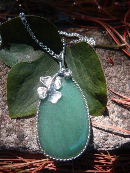 Predstavujem Vám originálne šperky z dielni Katu-Hula. Materiál: avanturín zelený ( Podporuje látkovú výmenu a mierni nadmernú chuť k jedlu, pomáha tiež pri vypadávaní vlasov a...