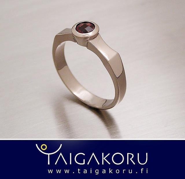 KVS83 Sormus, granaatti, valkokulta. Ring, garnet, white gold. www.taigakoru.fi by TAIGAKORU, via Flickr