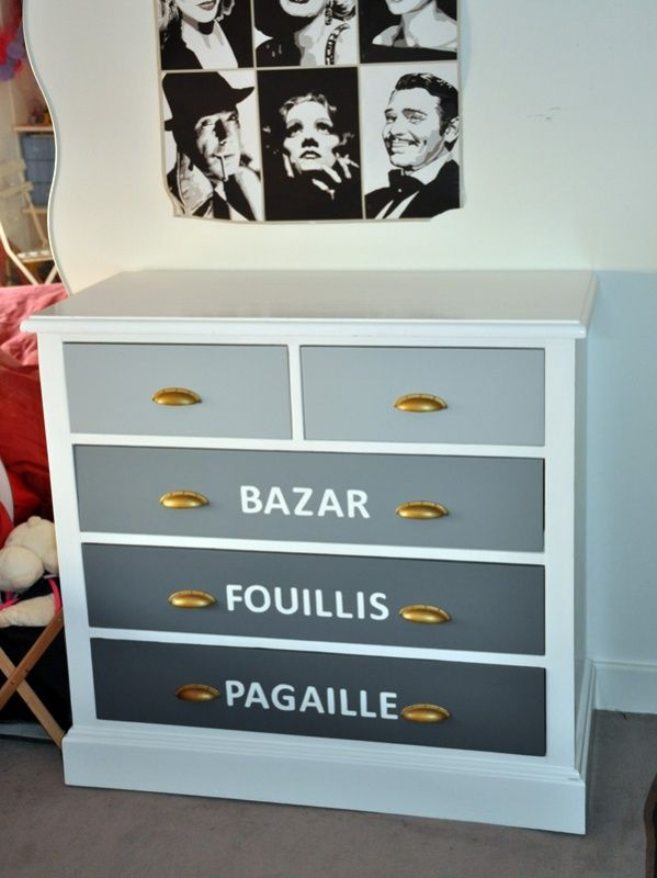 Plus Beau Mon Meuble - commode enfant relookée et personnalisée en commode ado adolescent par camaïeu de gris et inscription bazar foulli pagaille, Paris