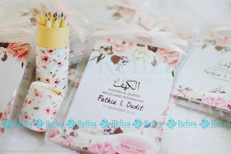 Jadikan Souvenir Surah Al-Kahfi sebagai souvenir di acara pentingmu. Dengan desain cover yang cantik dan bisa dicustom. Kemasan sudah termasuk mika, stiker dan pita.