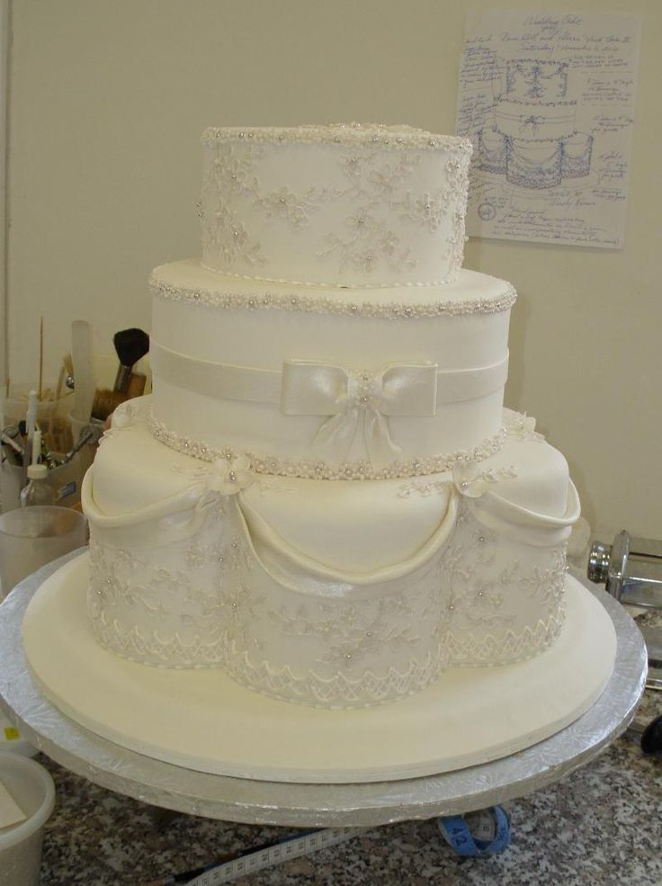 wedding cake piping 133 best images about lambeth wedding cakes on 23469