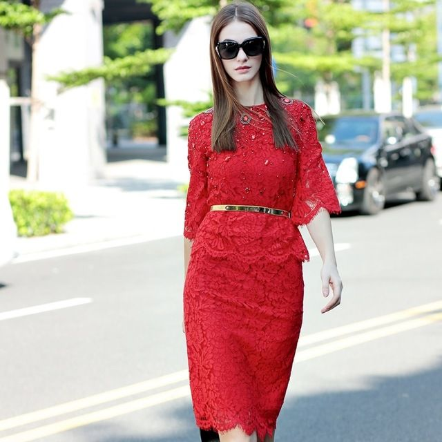 Free Shipping! 2016 Spring Fashion Runway Classic Twinset 3/4 Flare Sleeve Beaded Slim Blouse +Knee-length Bodycon Elegant Skirt US $65.32 Specifics Style	Casual Gender	Women Decoration	Beading,Lace Sleeve Style	Flare Sleeve Closure Type	None Brand Name	None Material	Polyester Pant Closure Type	Zipper Fly Collar	O-Neck Sleeve Length	Three Quarter  Click to Buy :http://goo.gl/t9O329