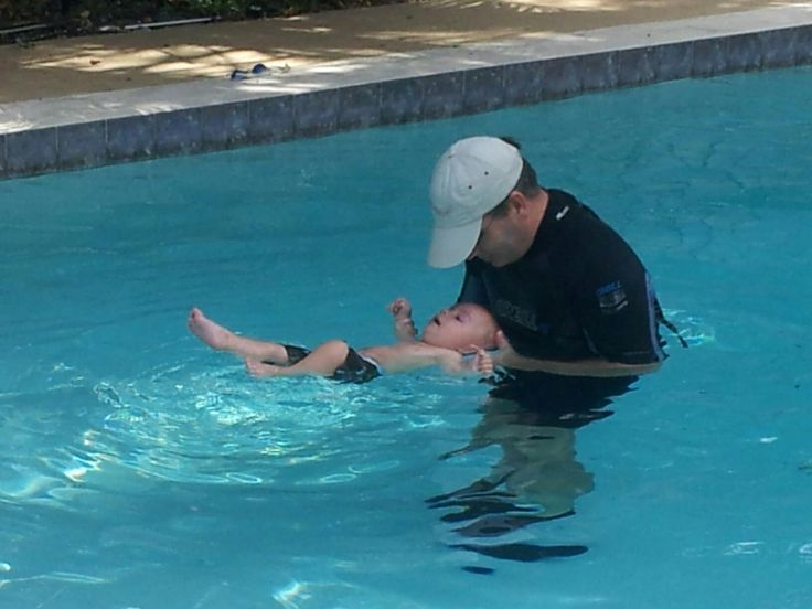 5 Steps To Teach Your Toddler To Swim  I think this is a great idea for people that can't take their child to swim lessons but I thing they should say something about that it might take a few weeks or months to get to the next step. The way they have it set up seems like they are saying it will just take one day