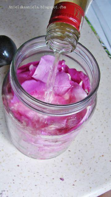 Ocet różany domowej roboty, zastosowanie w kuchni i kosmetyce   How to Make Rose Vinegar? DIY