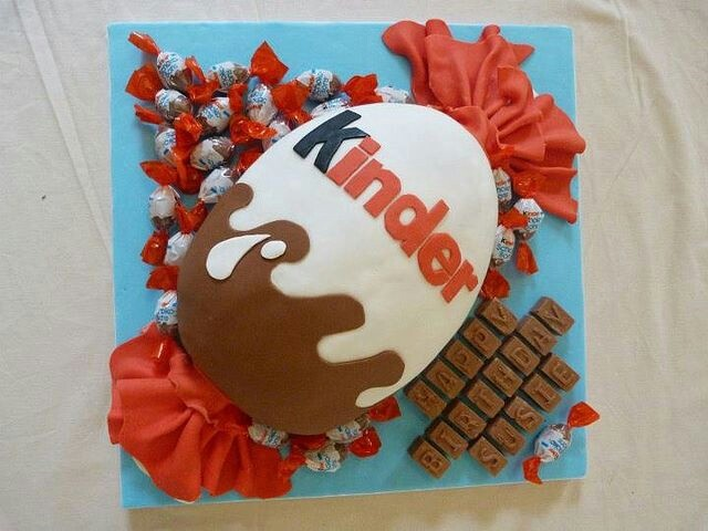 Hmmm birthday cake for Dino? Nomnomnom Kinder Cake!!