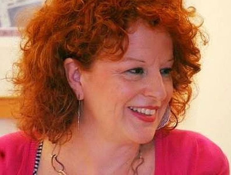 Ελισάβετ Τάρη, συγγραφέας, μιλάει στον Διονύση Λεϊμονή