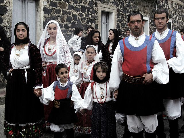 Gruppo in costume di Orosei   Festa San Isodoro