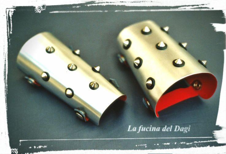 Medieval Bracelets (medieval, fantasy, metal, rock, spikes, alluminium, leather, handmade, unique gift) di LaFucinaDelDagi su Etsy
