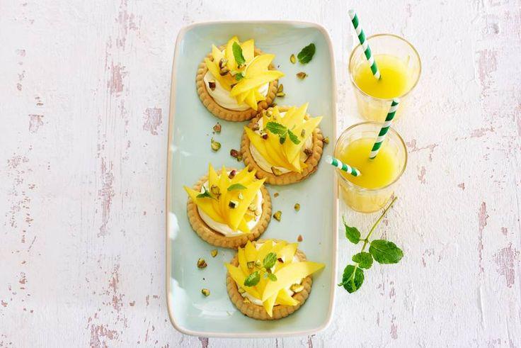 Kijk wat een lekker recept ik heb gevonden op Allerhande! Snelle taartjes met mascarpone-lemon curd & mango